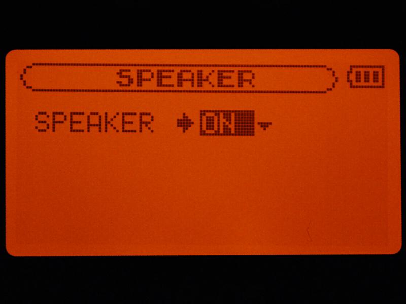 スピーカーを利用する場合は、メニュー操作でオンにする