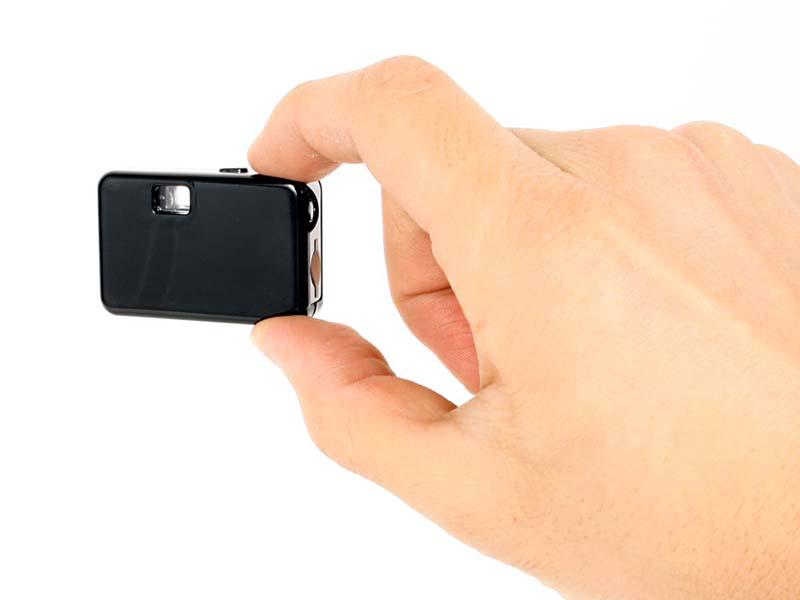 撮影時は、指でつまんで持つ