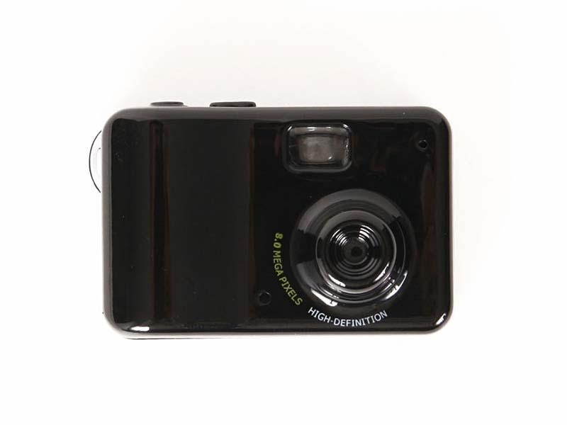 サイズは小さいが、デザインは一般的なコンパクトデジタルカメラそのもの
