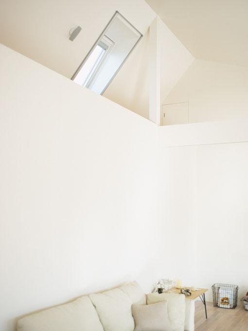 斜めの天井にも設置できる