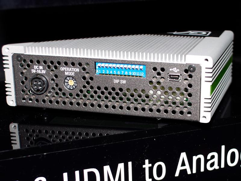 ADVC G2の背面。どれも背面にディップスイッチがあり、動作モードを切り替える