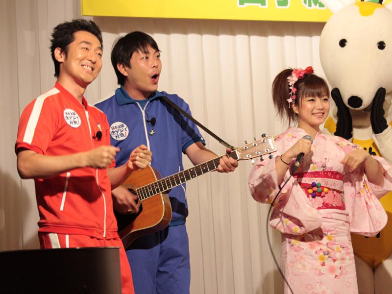 テツandトモの2人と、村井まりさんも駆けつけた