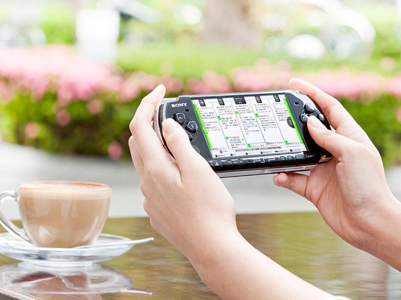 PSPを使い、インターネット経由で外出外から番組表を見たり、番組の録画予約が可能になる