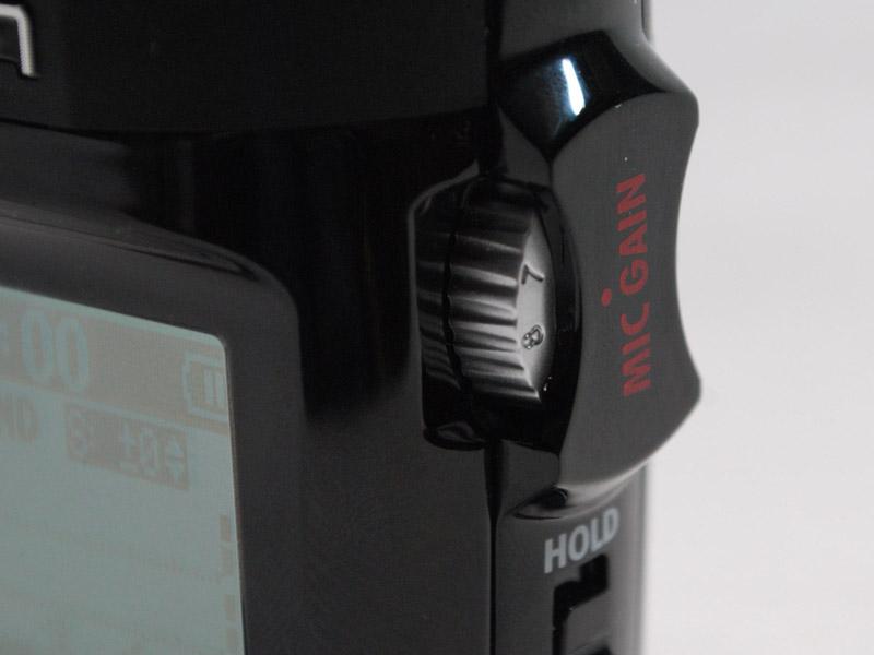 入力レベルは、本体右側のノブを回して調整