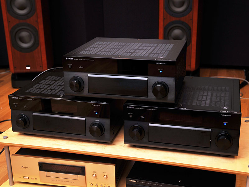 上が「RX-A1010」、下段右が「RX-A3010」、左が「RX-A2010」