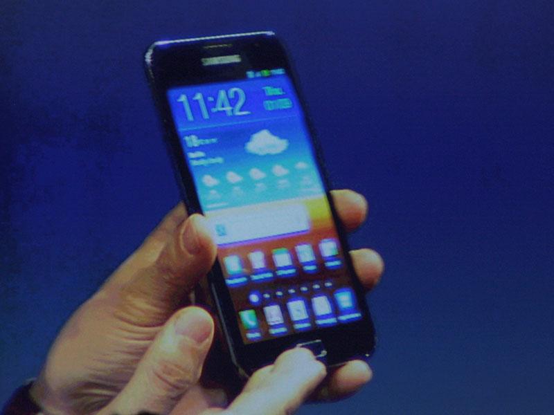 4型有機ELのスマートフォンの「Wave 3」