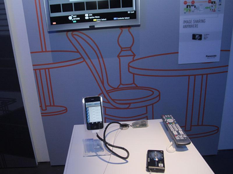 無線LAN搭載LUMIXの画像をワイヤレスでテレビに表示することも可能、