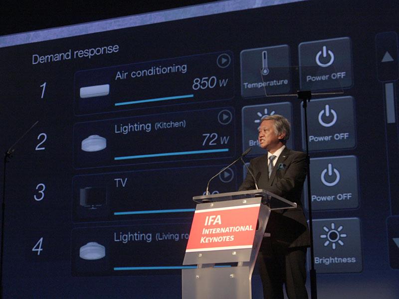 テレビ画面で家庭内、地域の電力状況を確認するというイメージ