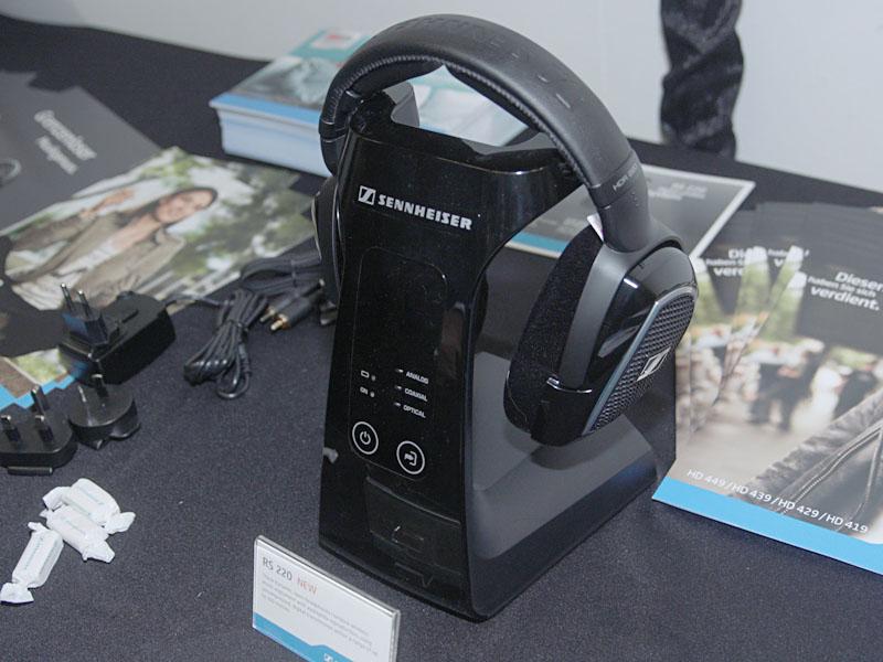 ワイヤレスヘッドフォンのRS 220