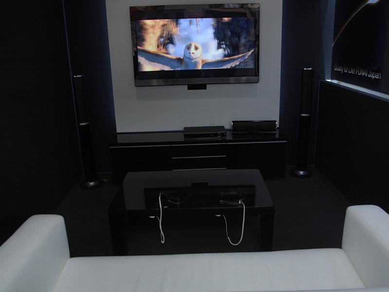 3Dテレビ試作機を展示しているシアターコーナー