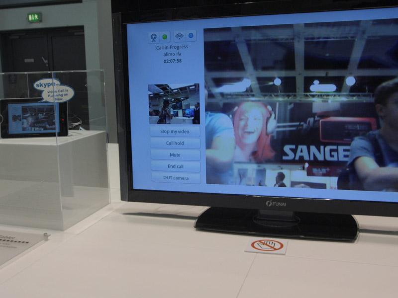 Skypeアプリ使用時にテレビへ出力する場合は専用のインターフェイスに切り替わる