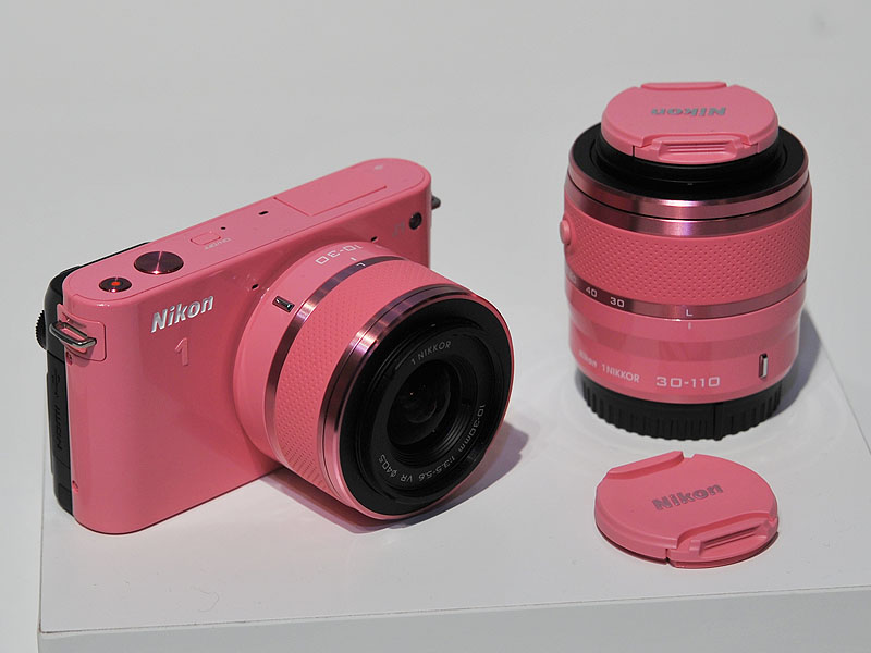 J1の数量限定ピンクと、シルバーカラーモデル