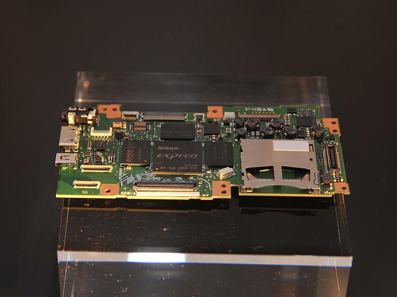 2機種にはどちらも、画像処理エンジン「EXPEED 3」が搭載されている