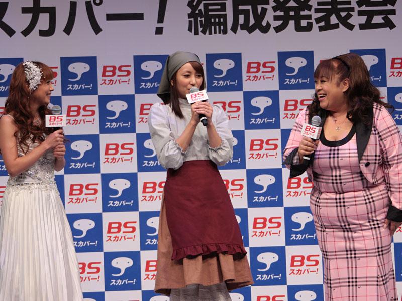 「Oh! デビー」出演の中山エミリさん、矢田亜希子さん、森公実子さん。森公実子さんは「女性ばかりなのに、楽屋が暑い。差し入れは肉やカツ。この現場は違う、と感じた」を笑いを誘うと、中山さんは「笑い声が常にあって、明るい現場」とコメント