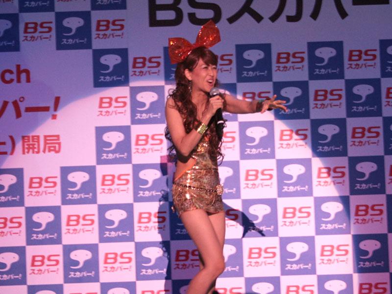 懐かしのジュリアナの音楽にのって、ボディコン姿で登場した岡本夏生さん