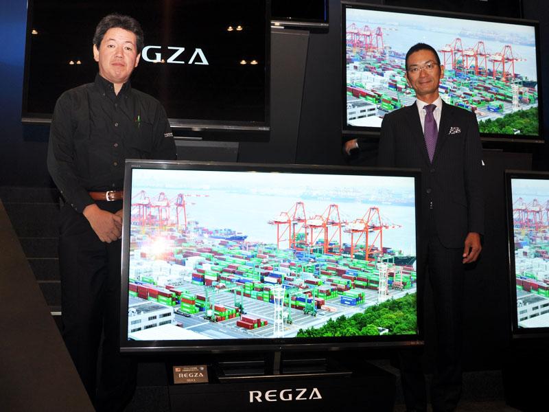 レグザサーバー企画担当の室井氏(左)と、REGZAブランド/商品企画を担当する本村氏(右)