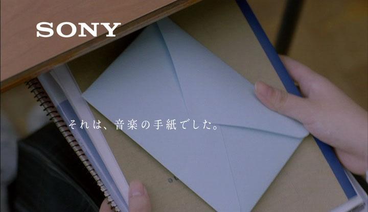 机の中から封筒が……