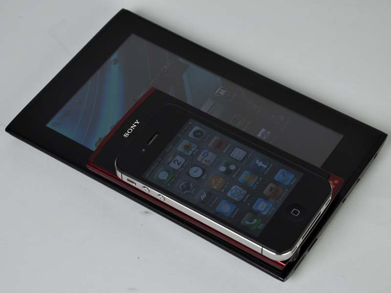 iPhone 4S、NW-Z1050と7型/WiMAX内蔵のGAPALAGOS「EB-A71GJ-B」を比較