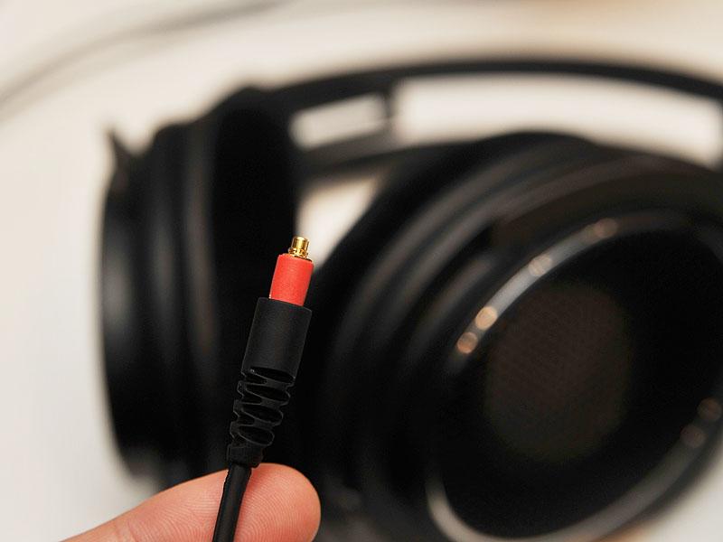 ケーブルは着脱可能でMMCXコネクタを採用