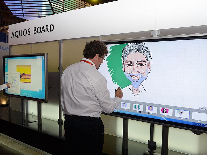 AQUOS BOARDとしてブランディングされる電子黒板。日本での発売も確定。80型の「PN-L802B」は、北米で2月に13,795ドルで発売される予定