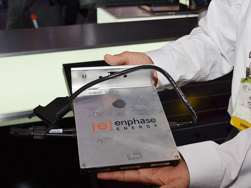 マイクロインバーターはenphase ENERGY製を採用。北米地区に多い屋根上の煙突などの遮光による発電力不均衡を緩和