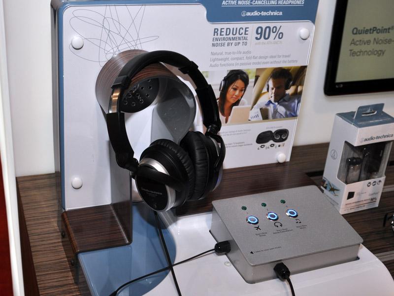 ノイズキャンセルヘッドフォン4モデルを展示