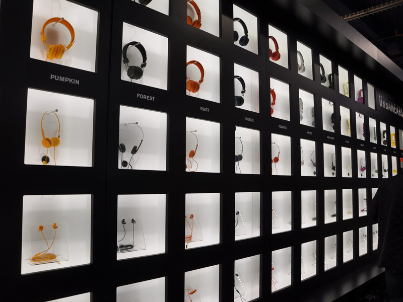 カラフルなバリエーションを持つ新興メーカーの展示も目立った