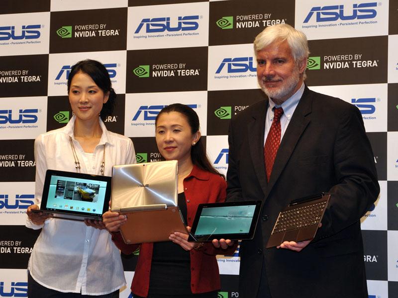 アスース・ジャパン システムビジネスグループ ビジネスデベロップメントマネージャー エミリー・ルー氏(中央)、NVIDIA日本代表兼米国本社ヴァイスプレジデント スティーブ・ファニー・ハウ氏(右)