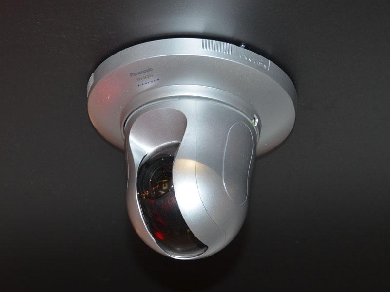 体験では実際にブース内に設置された監視カメラをGolden-i経由で操作することができた