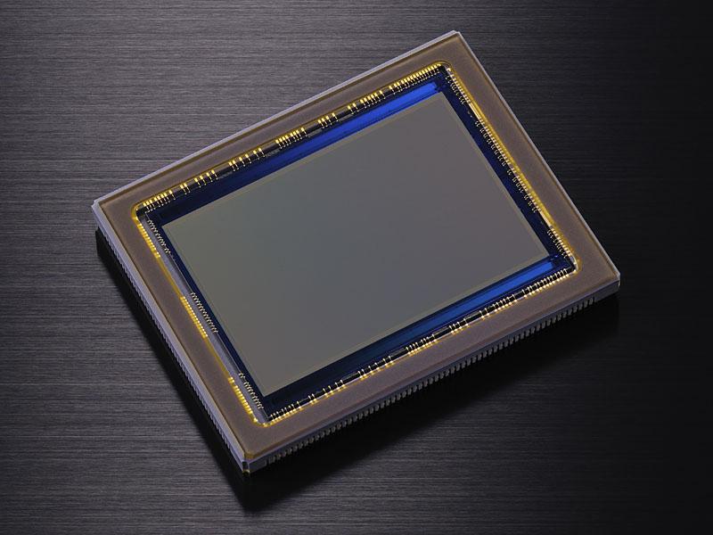ニコンFXフォーマットのCMOSセンサー。世界最高という有効3,630万画素を採用