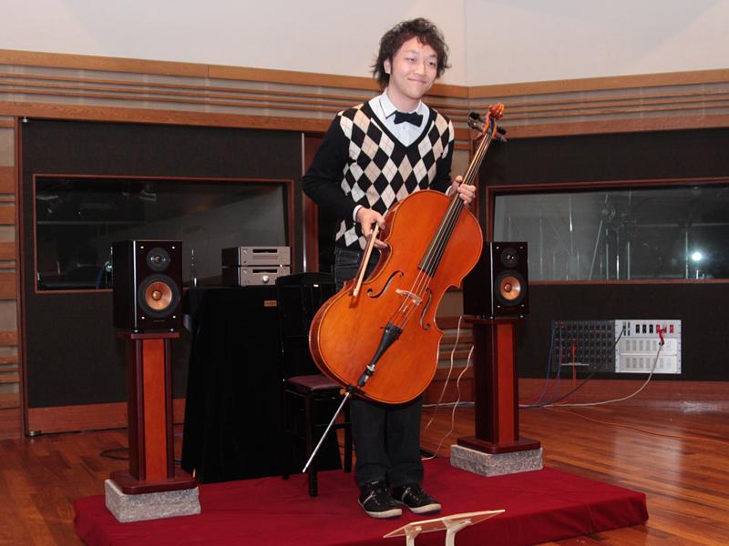 伊藤ハルトシさんの生演奏とA300の再生を交えたデモ