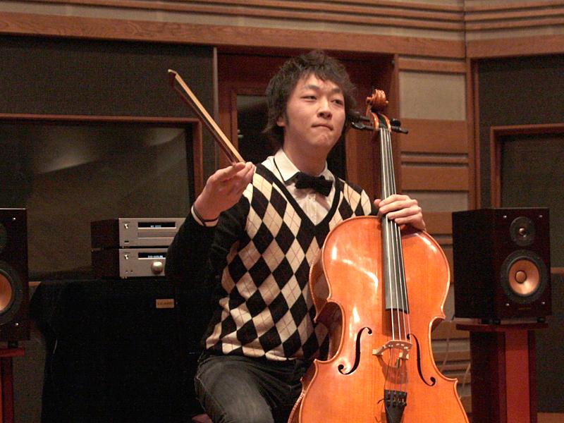 A300が再生している間は伊藤さんは演奏せず、無音部分を伊藤さんが弾く