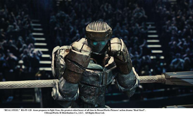 """傷ついた親子の絆を、旧式ロボットの""""ATOM""""が結んでいく。アバターの技術スタッフが参加したロボット・ボクサーのシーンも見どころ<br><font size=""""-2"""">(c)2012 DreamWorksII Distribution Co. ,LLC</font>"""
