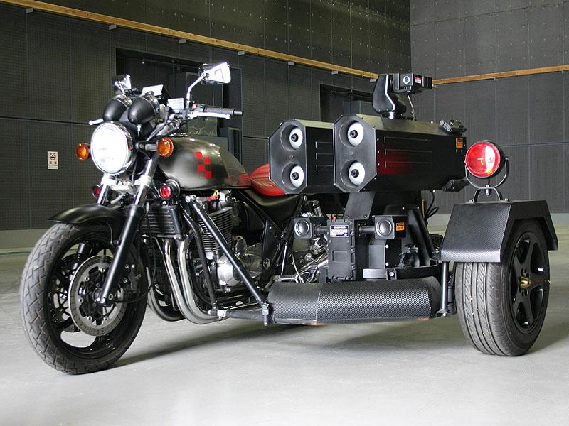丸山隆平扮するパイロウの愛用車「KAWASAKI ZEPHYR1100」<BR><FONT size=1>(c) 2011「ワイルド7」製作委員会</FONT>
