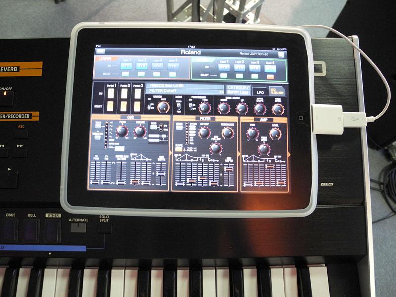 iPad Camera Connection Kit経由でシンセサイザのパラメータを調整できる