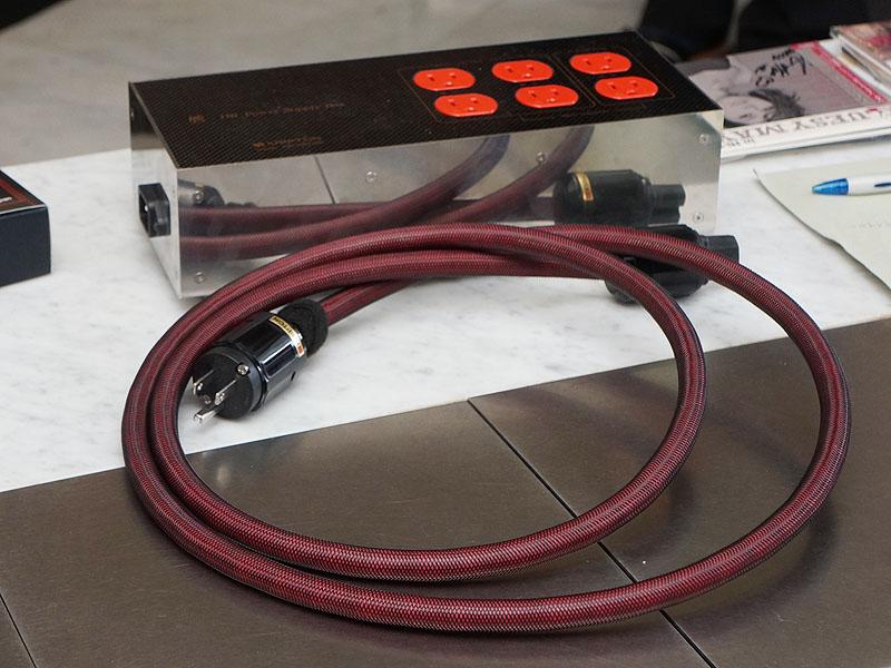クリプトン「HR」シリーズの電源ボックスやケーブルが録音に使われた