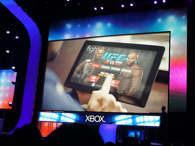 Xboxサービスで提供されるUFCの中継を、タブレット経由で利用。「Xbox」というサービスがマクロソフト全体に広がっていることを象徴する映像だ。Xbox SmartGlassと連携すれば、さらに可能性は広がる