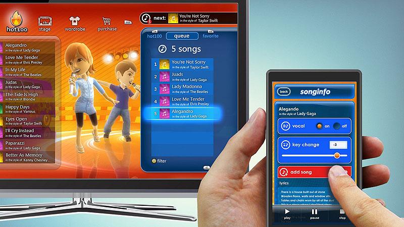 マイクロソフトが追加公開している「Xbox SmartGlass」のスクリーンショット。カラオケサービスのようだが、キーの変更やボーカルキャンセルといった操作は、スマートフォン側で行なっている