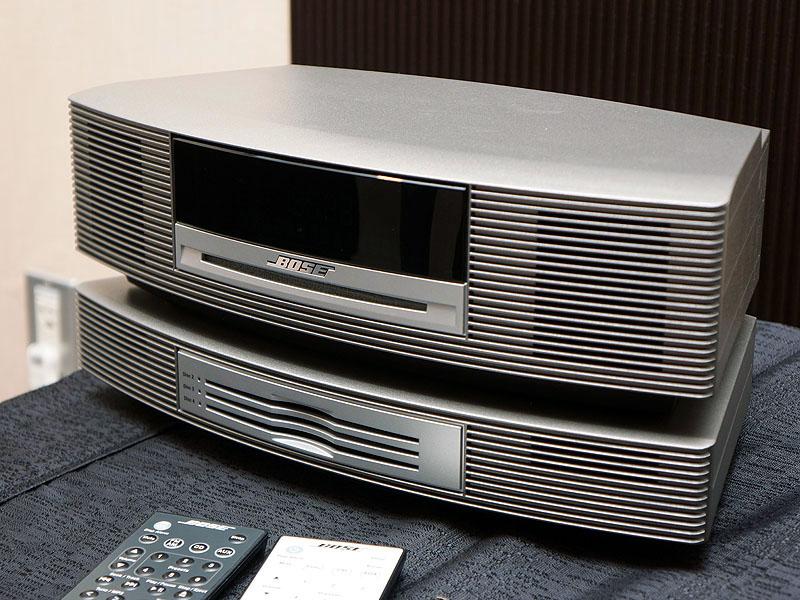 「Wave music system III」のチタニウムシルバーに、後述の別売CDチェンジャーを追加したところ