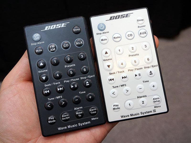 左が従来のリモコン、右が新モデルのリモコン。下部を見るとアラーム設定ボタンが2つになっている