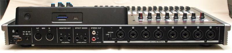 XLRおよびTRS接続が可能な8つコンボジャックを備える