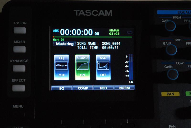 MasteringモードではEQ、COMP、NSDと書かれた画面が現れる