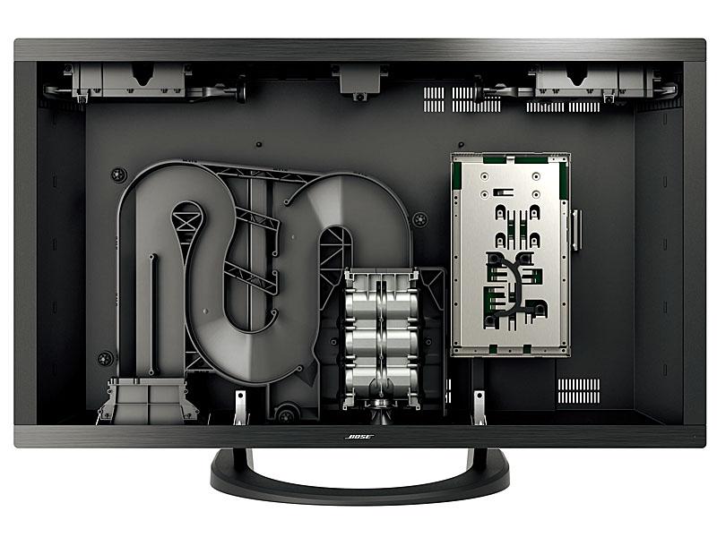 内部。長い音道が「ウェーブガイド・スピーカー・テクノロジー」。中央の銀色の部分にウーファが内蔵されている。上部の左右にあるのが「PhaseGuide sound radiator technology」を使ったツイータユニット