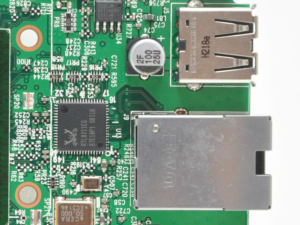 USB端子部はFOXCONN