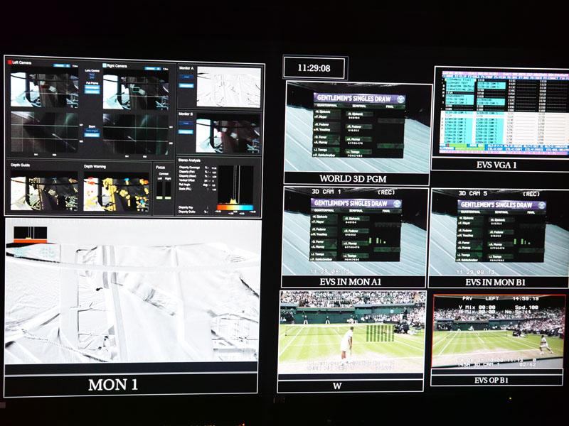 3D映像の調整確認用画面、左右映像のズレなどもここで確認している(左上の部分)。その下は3Dの出っ張り警告など
