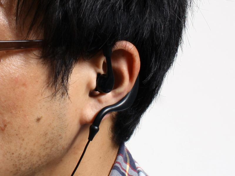 イヤフォンは耳掛け型