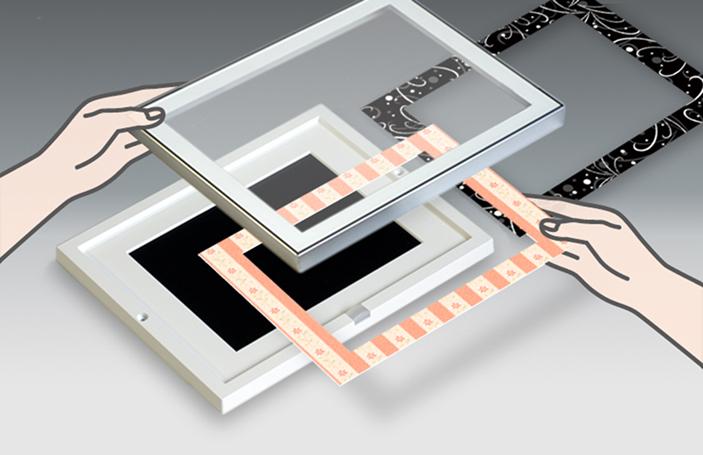 フレーム部に、好みのデザインのシートを挟んでデコレーションできる