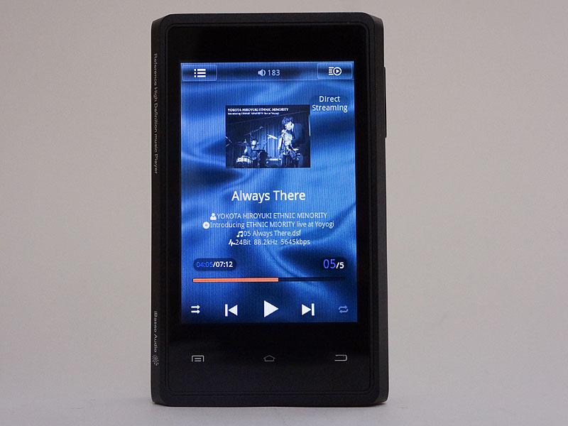 「HD Music Player」を立ち上げた画面。ウィジェットの画面と比べて少しレイアウトとボタン数が異なる
