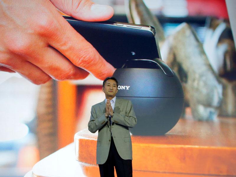 平井一夫社長は、プレスカンファレンスで、Xperia TとNFCで連携するポータブルスピーカー「SRS-BTV5」を発表。簡単さを前面に押し出した