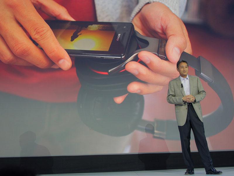 「SRS-BTV5」同様、NFC+Bluetoothに対応したヘッドホン「MDR-1RBT」。音質をウリにしたヘッドフォン「MDR-1R」にBluetoothとNFCを搭載したものだ